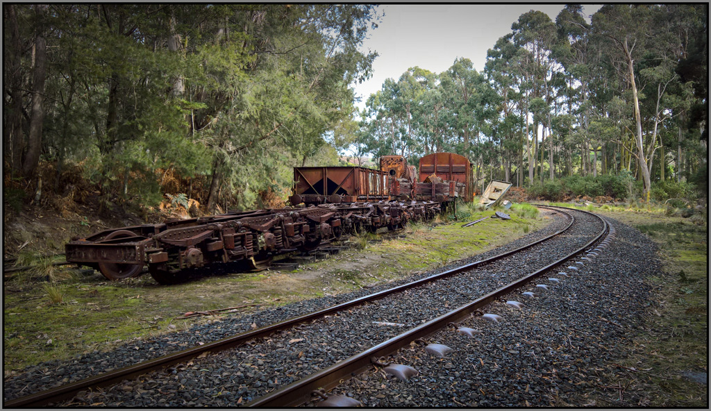 Click image for larger version  Name:train bits 1 .jpg Views:1 Size:420.0 KB ID:30998